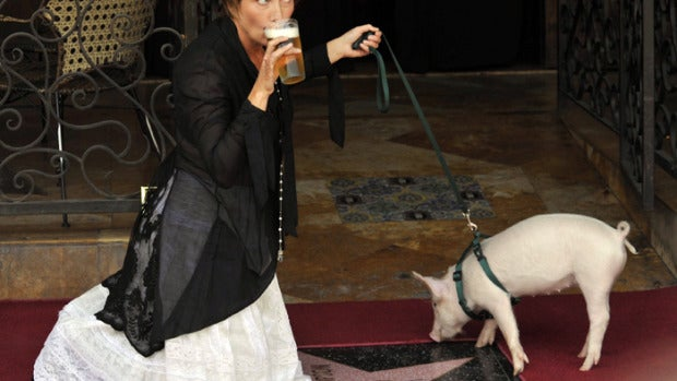 Emma Thompson en su estrella en el Paseo de la Fama