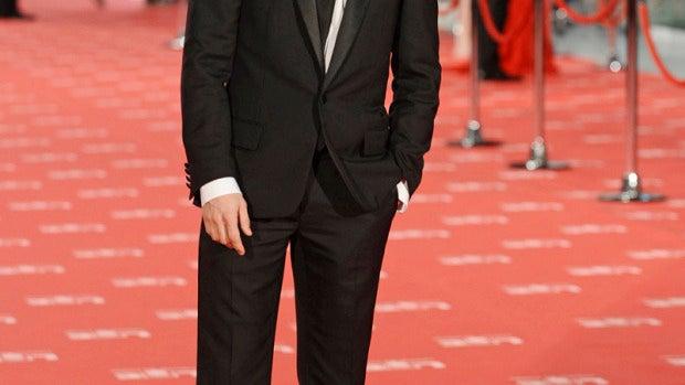 Adrián Lastra, elegante con solapas de brillo