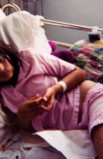 Emma con 12 años tras la operación