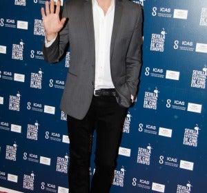 Andrés Velencoso, muy guapo con chaqueta y sin corbata