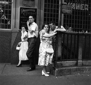 A la salida de un bar