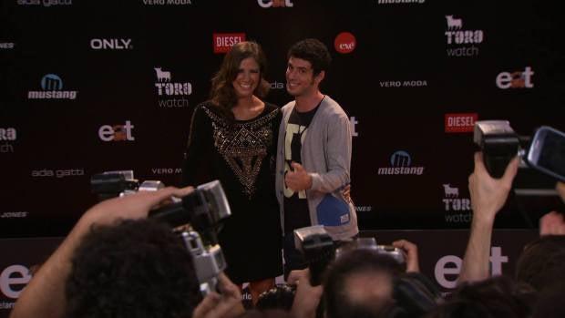 Gema y Miguel posan ante los medios
