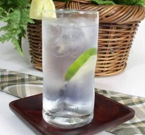 Gin-tonic en vaso tumbler