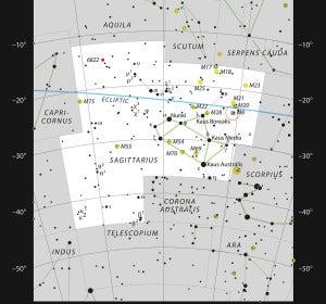 Mapa estelar que muestra la ubicación de  la Nebulosa de la Laguna, marcada con un círculo rojo en la fotografía