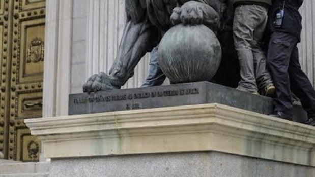 Amordazados los leones del Congreso