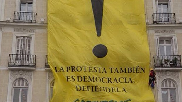 Pancarta de Greenpeace en Sol
