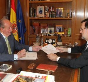 Juan Carlos I entrega la carta