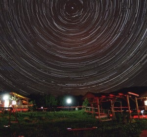 Imagen de trazos estelares circumpolares tomada desde Enguídanos (Cuenca)