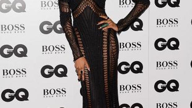 La modelo Jourdan Dunn lució un elegante vestido negro