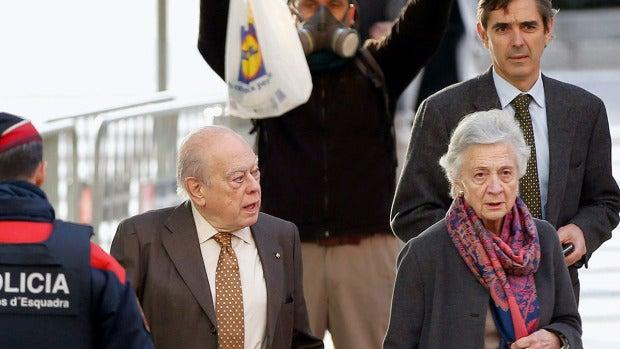 Jordi Pujol y Marta Ferrusola llegan al juzgado