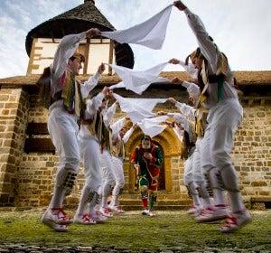 Dantzaris de Ochagavía. Ermita de Muskilda