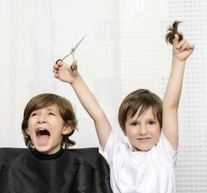 El pelo no saldrá más fuerte por cortarlo