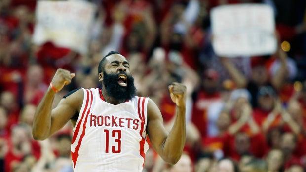 James Harden, exultante en el triunfo de los Rockets