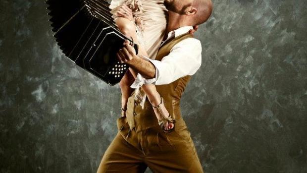 Desata tu lado más pasional aprendiendo a bailar tango