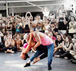 Ponte más cachas que Patrick Swayze en Dirty Dancing entrenando y bailando en pareja