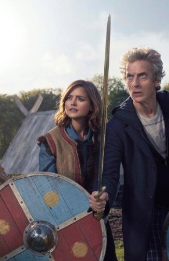 Maisie Williams junto al 'Doctor Who'