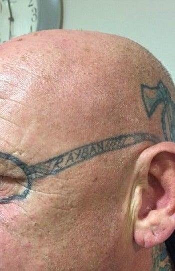 Se tatúa después de una borrachera
