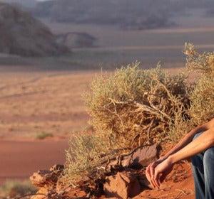 La Reina Rania, en el desierto del Wadi Rum