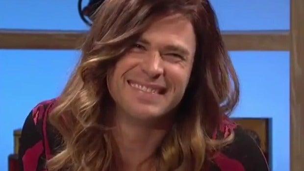 Chris Hemsworth se viste de mujer  en SNL