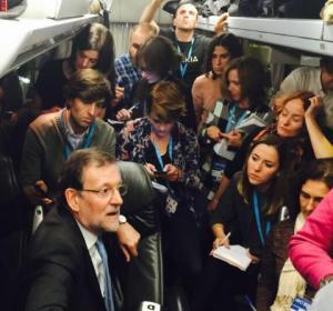 Rajoy sube al autobús de la prensa