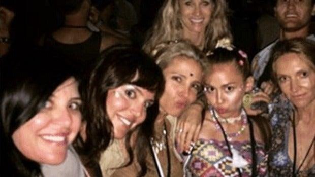 Elsa Pataky y Miley Cyrus en el Festival Falls