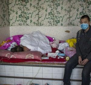 Jianhui Zhao fue diagnosticado con leucemia mieloide aguda a finales de octubre de 2015. El 5 de noviembre, sus padres tuvieron que abandonar el tratamiento de su hijo debido a la falta de dinero