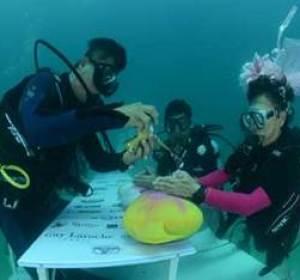 Una boda submarina en Tailandia