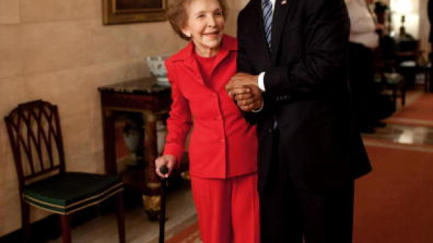 Nancy Reagan junto a Barack Obama