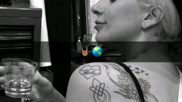 Lady Gaga se hace un tatuaje conjunto con otras víctimas de abusos sexuales
