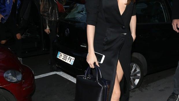 Selena Gomez pasea por París