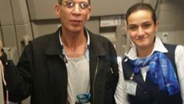 Foto de la azafata con el secuestrador de Egyptair
