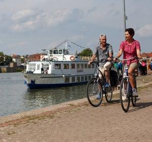 Ciclistas junto al Weser