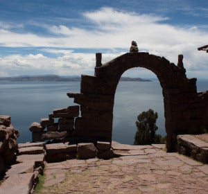 El lago Titicaca desde la isla Taquile (Perú)