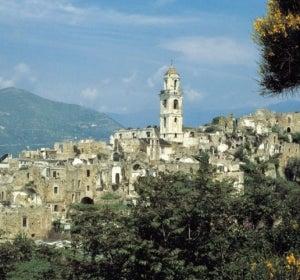 Vista del pueblo de Bussana Vecchia