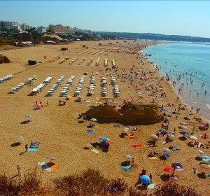 La familiar playa de Rocha en el Algarve