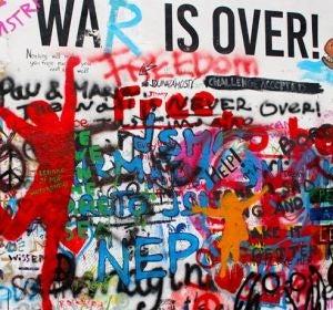 El muro, tras el ataque vandálico, volvió a recuperar color