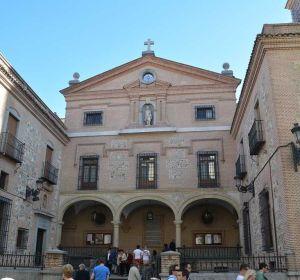 Entrada a la iglesia de San Ginés, en Madrid