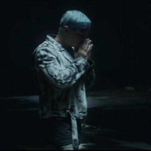 J Balvin en el videoclip de 'Sigo Extrañándote'