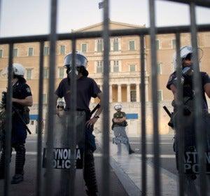 Agentes en el Parlamento griego