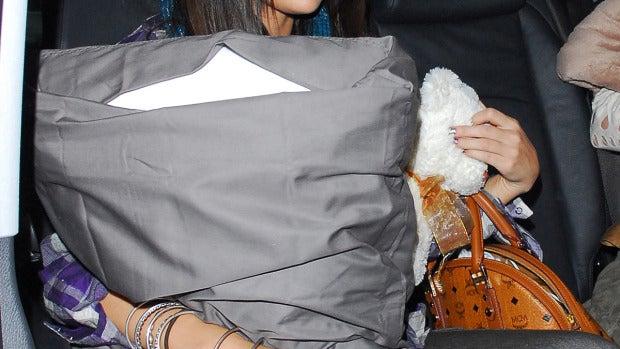 Selena Gomez no se despega de su oso