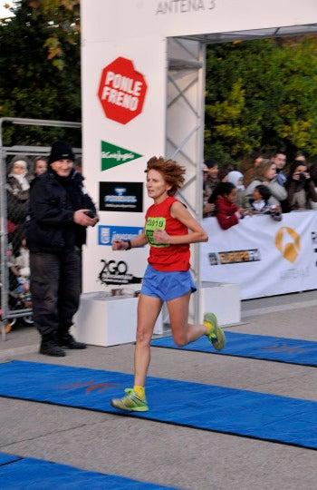 Llegada de la ganadora de 5km