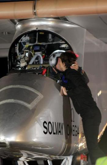 Los piloto suizo del avión solar