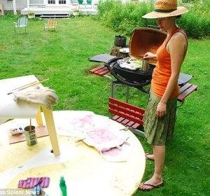 Amelia Fais pinta en el exterior