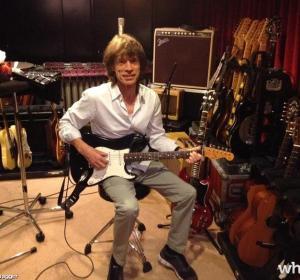 Mick Jagger a la guitarra