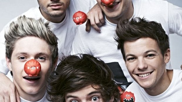 One Direction, muy sonrientes con sus narices rojas