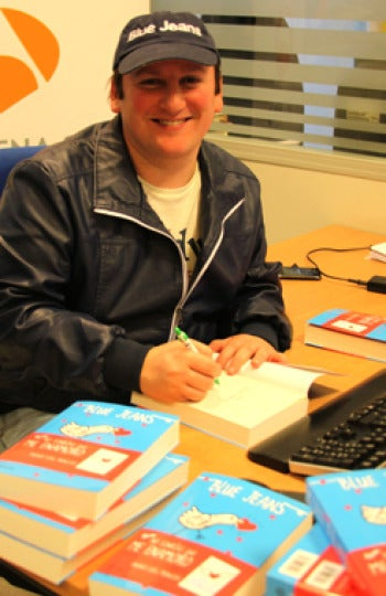 Blue Jeans firma libros en antena3.com