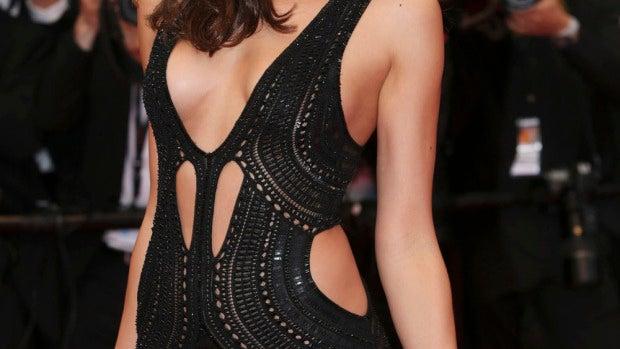 Irina Shayk causa sensación con este provocativo diseño en el estreno de 'All is lost' en Cannes