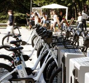 Punto de alquiler de bicicletas en Madrid.