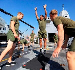 Marines haciendo Burpee