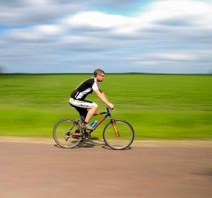 Ciclista en bici